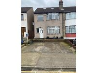 5 Bed Semi Detached House - 2 bath - Driveway - Near Romford Town Centre