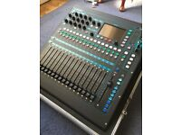 Allen & Heath QU-16 Mixer inc Flight case (Immaculate Condition)
