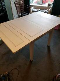 Upcycled extendable table