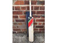 Slazenger V600 Harrier Cricket bat