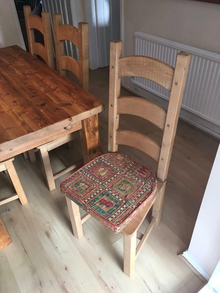 Extendable Dining table 6 chairs and matching corner unit