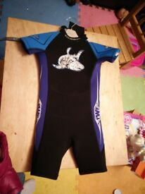 wet suit, KO4 (3-4yr, chest 56cms, chest 22 inches)collect stonehaven