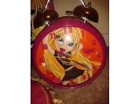 Bratz best collection: Bratz Sofa bed, BRATZ Compt Disc CD Player , Clock, trolley bag and cushions.
