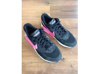 Girls/womens NIKE AIRMAX trainers (size 5.5 UK)