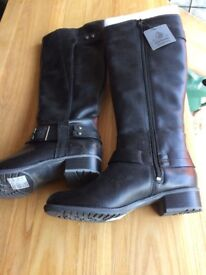 Ladies knee high hush puppies black boots new size 4