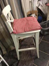 Breakfast bar ; 4 stools : still available