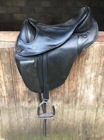 Barefoot Treeless Saddle size 2