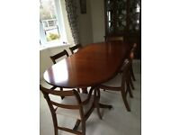 DINING TABLE AND 6 CHAIRS. 2 ARE CARVER IN MAHOGONY STYLE