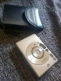 Canon IXUS2 Camera with case