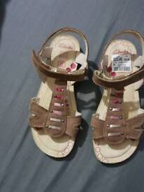 Girls summer clarks sandals 1 1/2 F Or 1.5 F WORN ONCE !!!