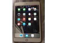 Apple iPad mini 3 in gold