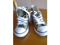 green converse all star toddler size 7 ( almost new )