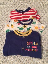 Baby clothes bundle: boys/unisex
