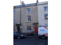 Short term let available - lovely double room with ensuite, very close to the city centre