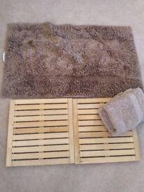Bathroom mat, towels, anti slip wood slats