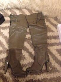 Ladies knee high heeled boots size 6