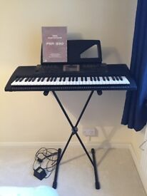 YAMAHA PSR-330 Keyboard with stand