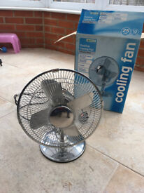 Free standing table top electric fan