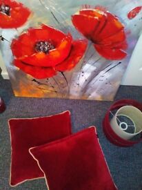 RED. Yankee candle. Canvas, cushions
