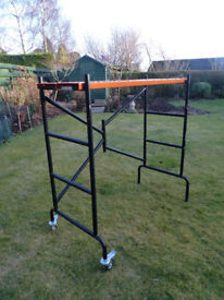 SMALL STEEL, DOMESTIC SCAFFOLD WITH TWO LOCKABLE CASTORS