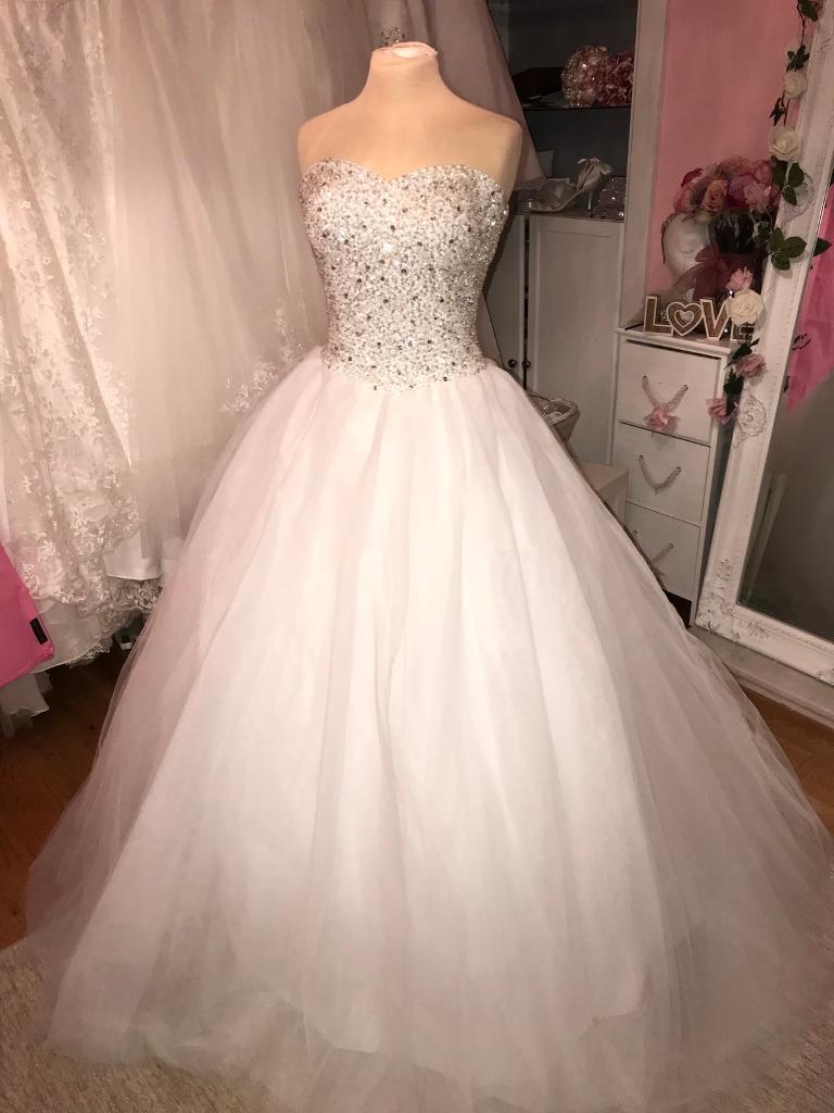 Size 22 gorgeous sparkly princess wedding dress in for Size 22w wedding dresses