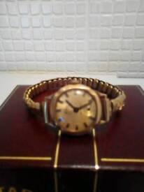 Ladies leijona 9ct gold watch