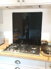 Black cooker hood and splashback