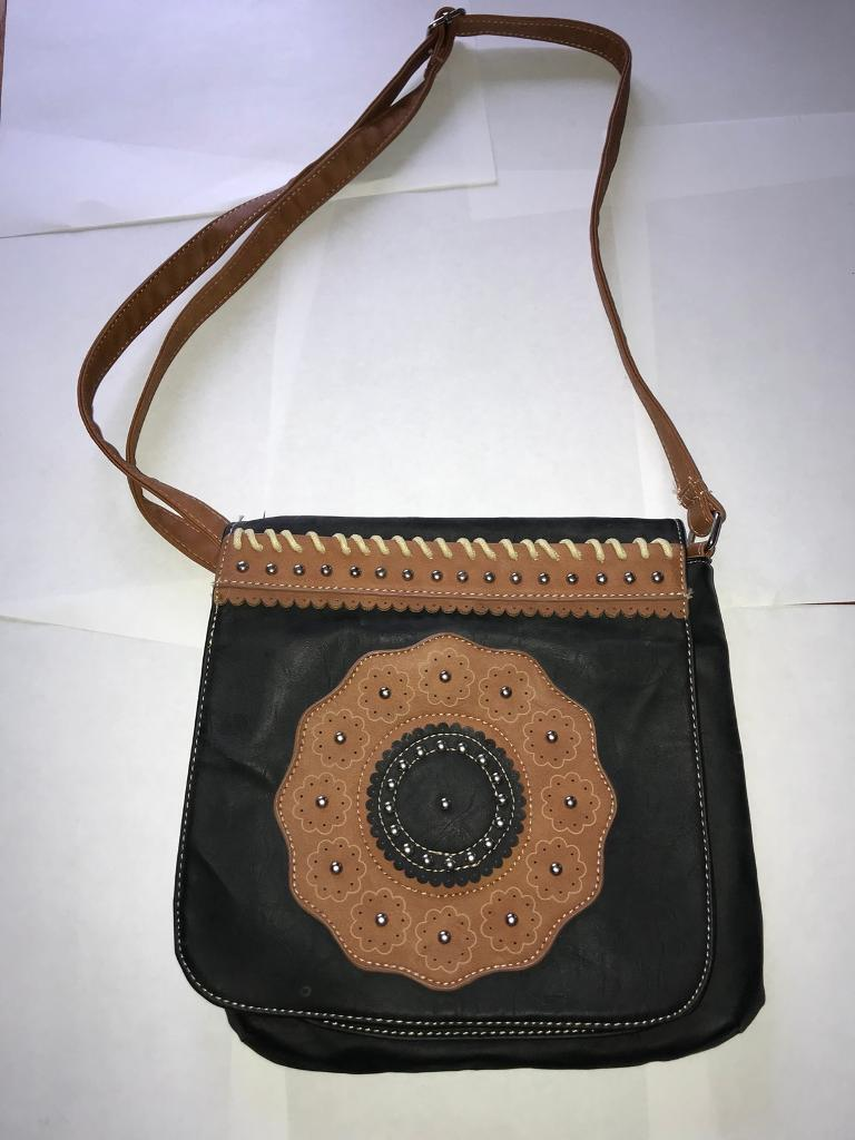 245abbbb0 Ladies Black and brown medium sized soft leather handbag | in Old ...