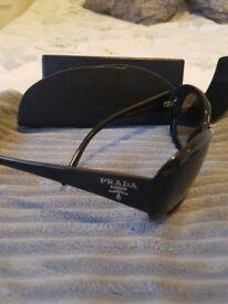 PRADA sunglasses ladies in Black