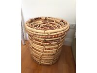Large lidded Laundry Basket - Lid needs some attention hence price