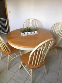 Extendible table and chairs £100