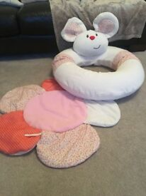 Sit-me-up cosy mouse support & playmat