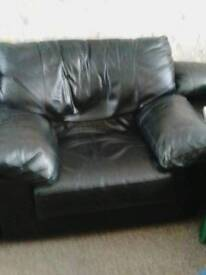 2 X LEATHER CHAIRS WITH 3 SEATER SOFA