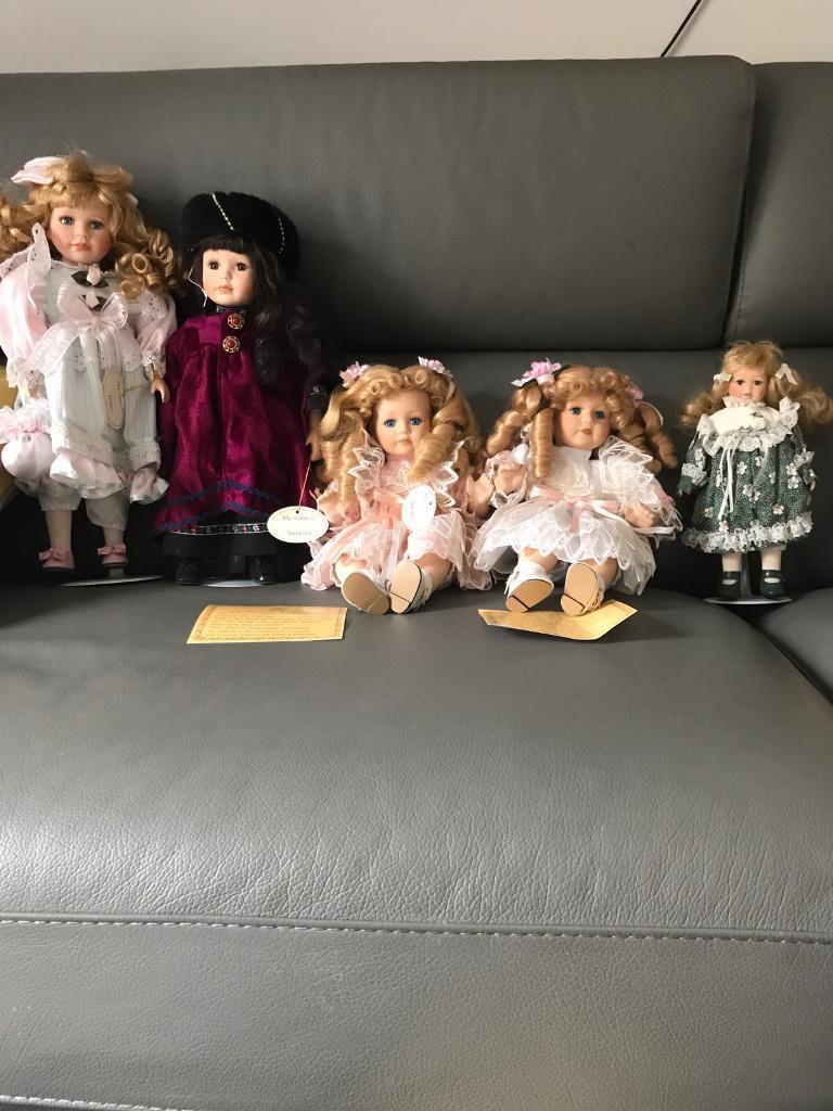Porcelain dolls x5