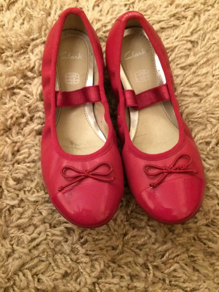 Clarks childrens ballet style shoes size 12.5G