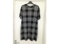 *HARDLY BEEN WORN** Womens size 12 grey check, short sleeve dress from River Island