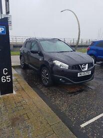 Nissan qashqai 2013 . Top spec