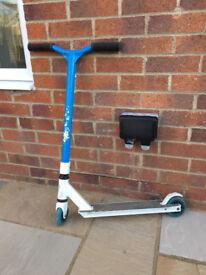 SLAMM Blue/White Scooter