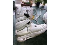Burton mens snowboard boots size 10. Excellent condition