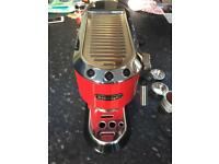 De'Longhi Espresso Coffee Machine - Red