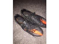 Total 90 football boots size 8