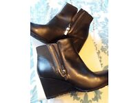 Brand new never worn Clarks Boots SIZE 7
