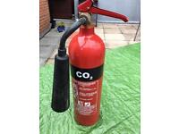 CO 2 FIRE EXTINGUISHER