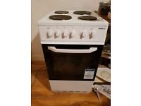 Nearly new Beko B5530w cooker with oven and griller