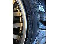 Land Rover Karn 22' rims and Tyres very good condition with Centre caps