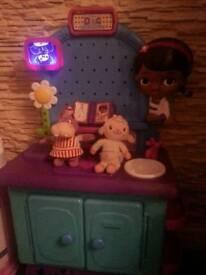Doc Mc stuffins + 2 toys