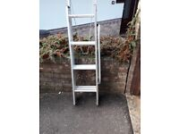 Extendable loft ladder