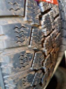 2 pneus d'hiver 175/70/14 Toyo Observe X-10, 40% d'usure, 7-8/32 de mesure