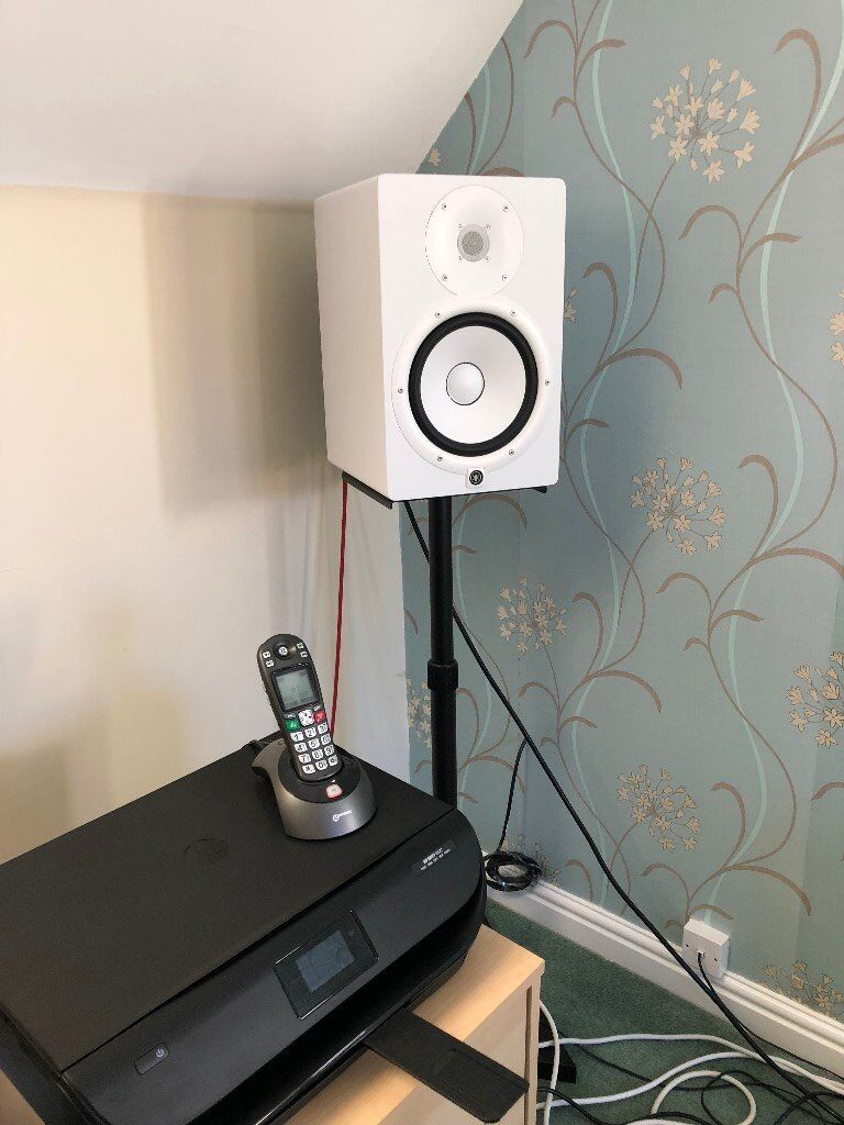 yamaha hs8 white active studio monitors pair free stands in redditch worcestershire. Black Bedroom Furniture Sets. Home Design Ideas