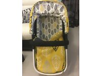 Cosatto giggle 2 Oaker yellow Carrycot .Used but it's excellent condition .Pets and smoke free home